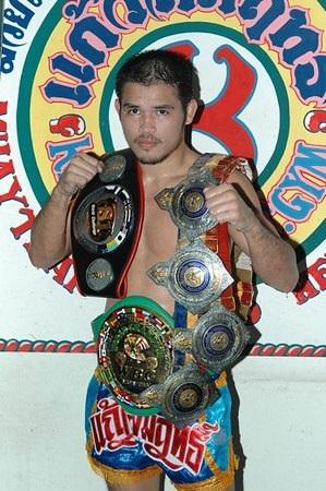 Anuwat Kaewsamrit -- Muay Thai training Phuket