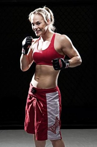 Julie Kedzie, Mixed Martial Arts -- Muay Thai training camp Phuket